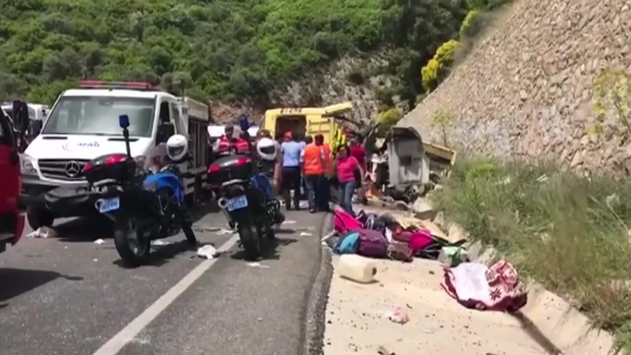 Turkiska turister doda i bussolycka