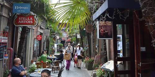 TÄTBEFOLKAT. Shanghai är den största staden i Folkrepubliken Kina.