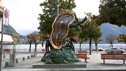 """NY UTSTÄLLNING. Salvador Dalís """"Nobility of Time – Monumental"""", står på torget i Kungshamn."""