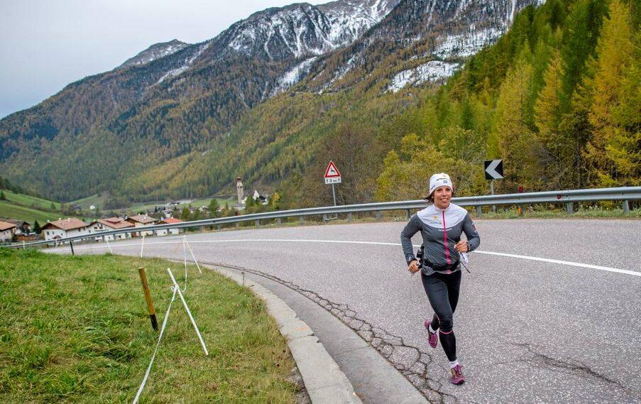Charlotte Kalla har laddat inför VM-säsongen med barmarksträning i Lerdala i maj, landslagsläger i alporten Val Senales i oktober och finslipning i Bruksvallarna i november.