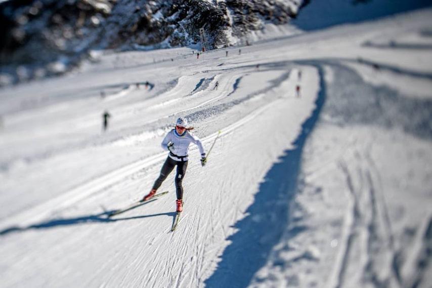 På glaciärsnön i italienska Val Senales slipar Charlotte Kalla formen inför den skidsäsong som startar i Bruksvallarna i dag och kulminerar med VM i Falun i februari.