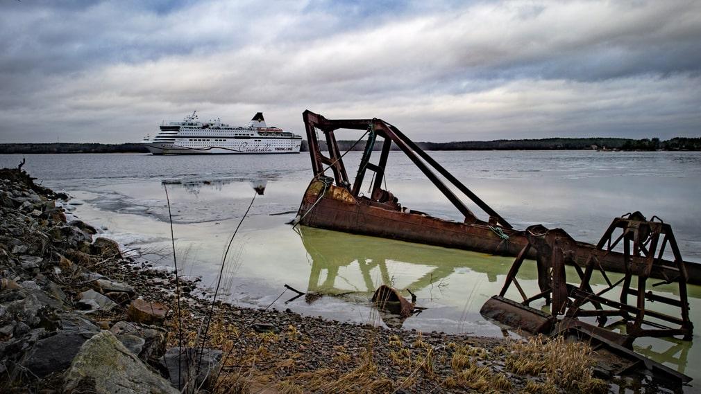 Vraket. Den sjunkna båten har en oklar historia.
