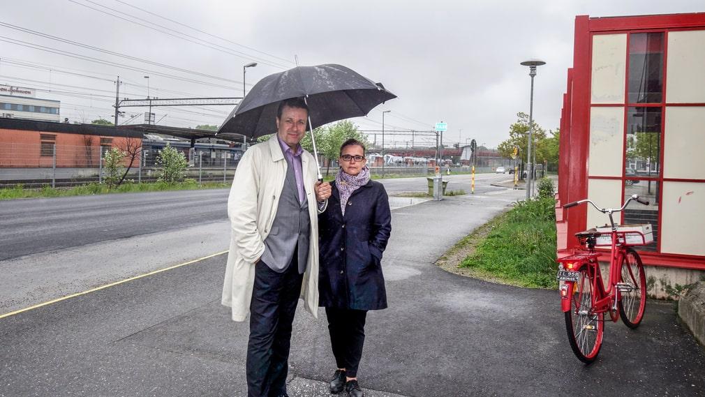 Det är ödsligt vid Rotebro station. Thomas Ardenfors och Catharina Leifman ser det som en fördel, då finns det plats att bygga något bra.
