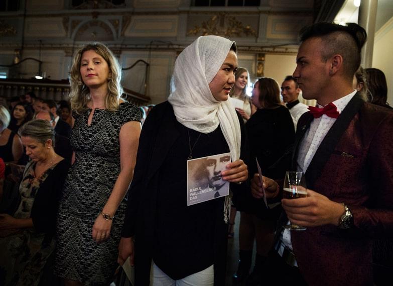 Fatemeh Khavaris vän Ahmad Rahimi får pris av Raoul Wallenbergakademin för sin kamp för ensamkommandes rättigheter i Sverige.