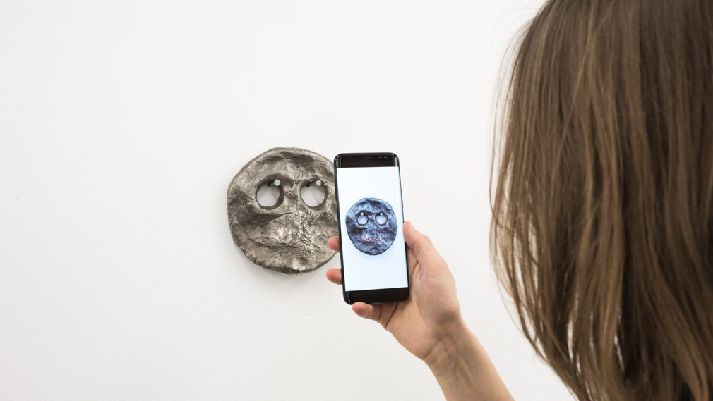 """Hollow Eye"" (2017) av Sidsel Meinche Hansen, vy med app på Index."