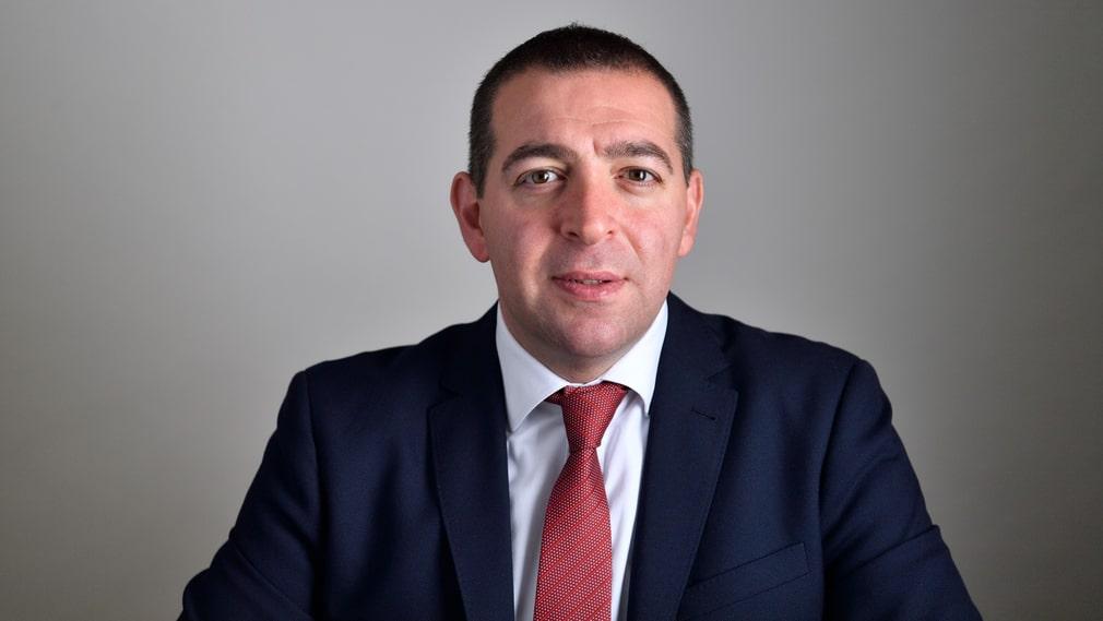 Roger Haddad (L) är vice ordförande för utbildningsutskottet.