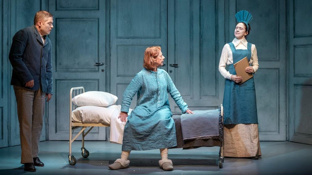 Teater Västernorrland berättar historien om en traktens stora dramatiker, Alfhild Agrell.