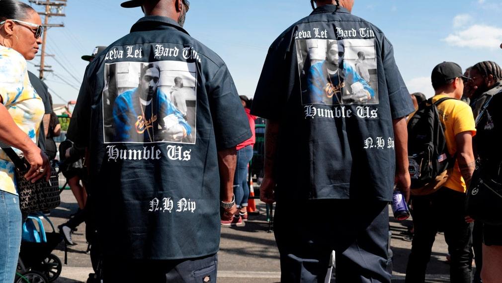 Många personer deltog i processionen efter minnesstunden som hedrade ihjälskjutne rapparen Nipsey Hussle på Staples center i Los Angeles.