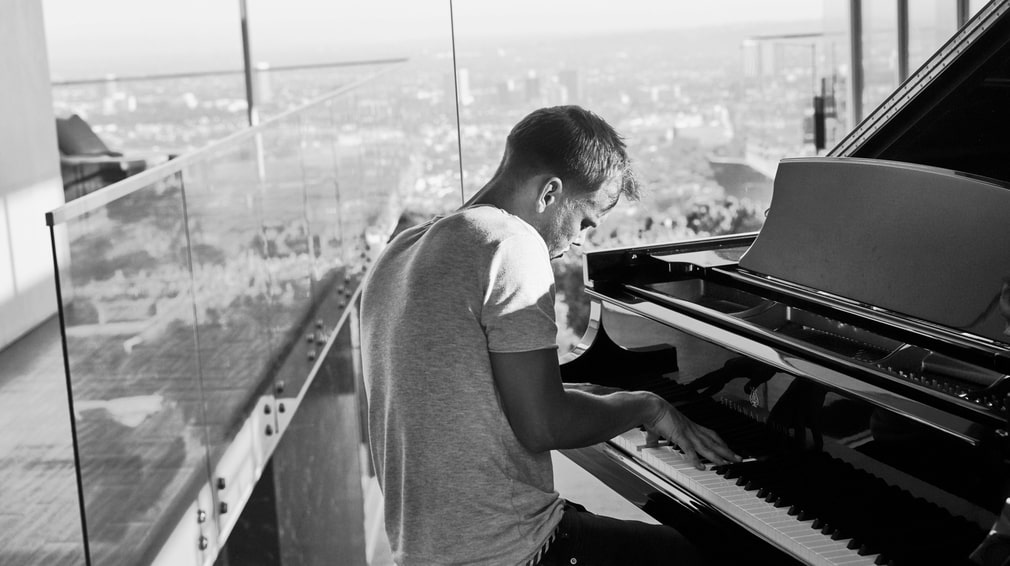 The grand piano was the first thing meeting the eye in the entrance of Tim Bergling's villa in western Hollywood.
