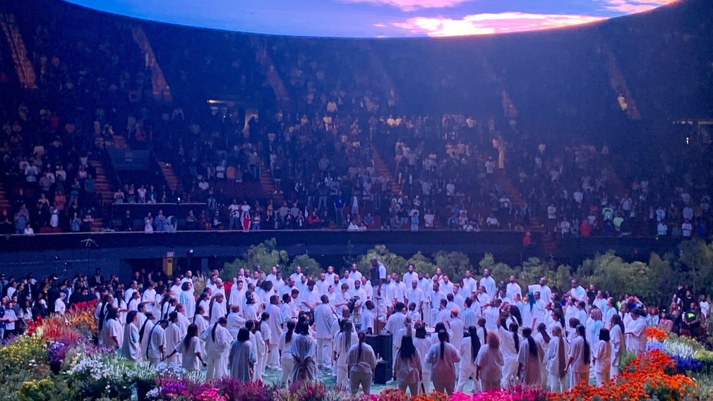 Kanye West med Sunday Service Choir på Forum i Los Angeles.