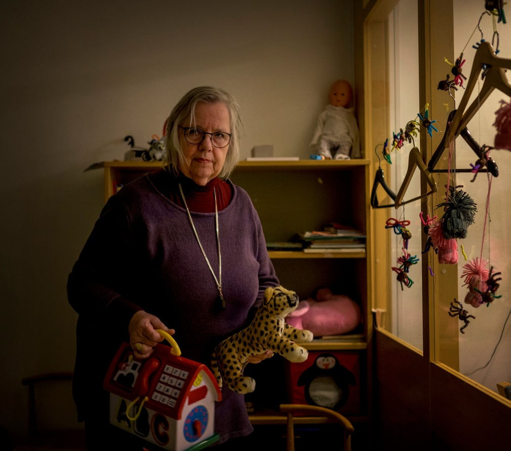 Marie Jansson, 73, was convinced to install a program which made it possible to remotely control her computer. She watched as the fraudsters filled out loan applications in her name in a number of banks and credit institutes.