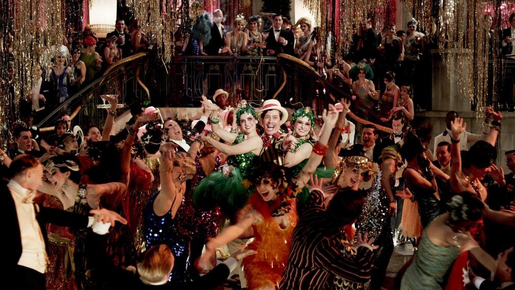 """Spanska sjukan drabbade världen med full kraft. Därefter inföll det glada 20-talet, en blomstringstid för fester och umgängesliv. Scen ur Baz Luhrmanns filmatisering från 2013 av F Scott Fitzgeralds 20-talsroman """"Den store Gatsby""""."""