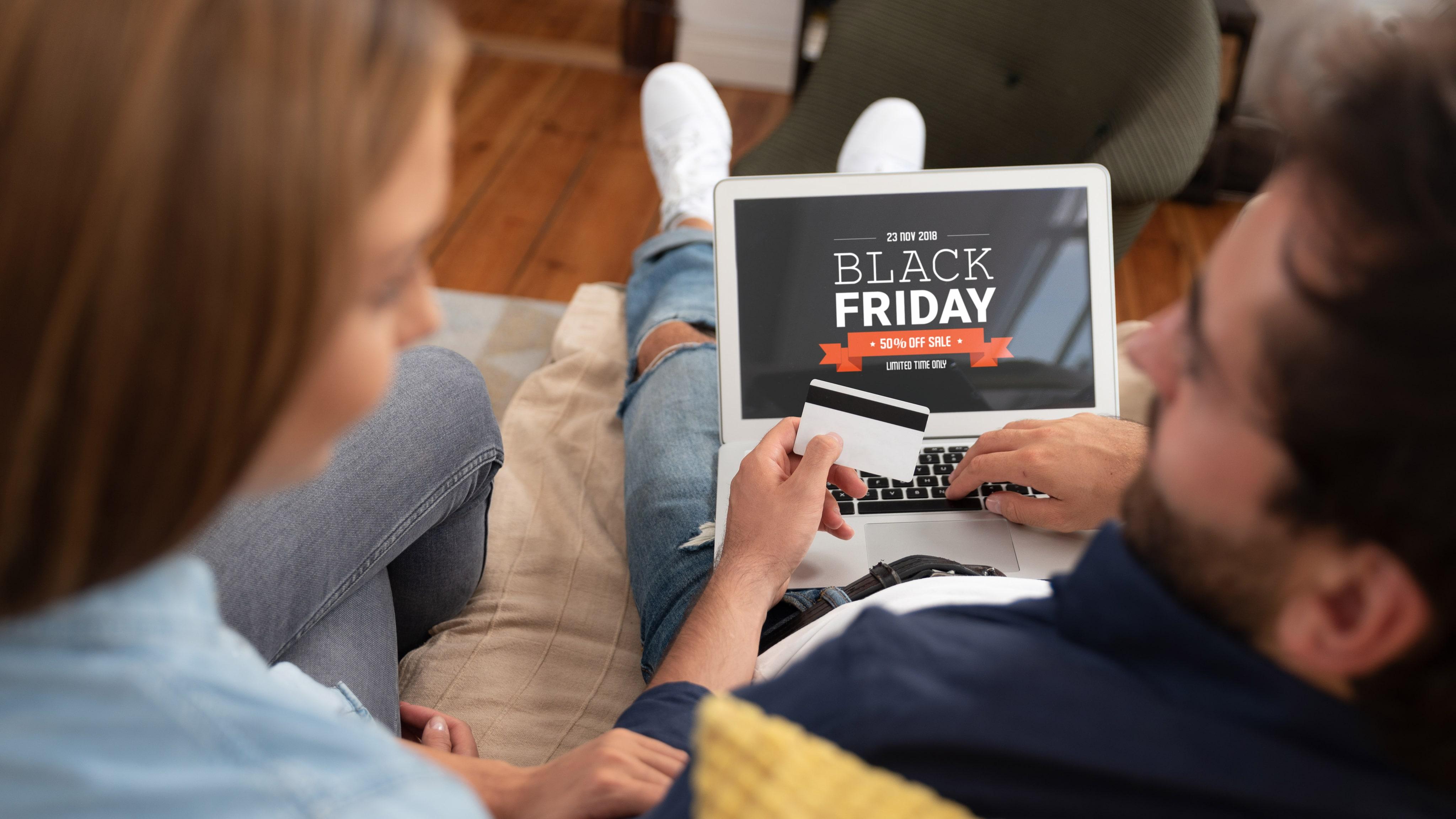 Granskning av åtta e-handlare: så mycket har de höjt priserna under Black Friday