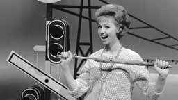 Anita Lindblom spelar in TV-program i Göteborg i november 1961.