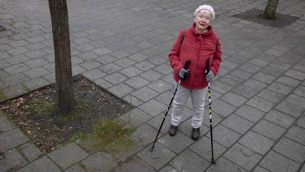 """""""Ibland känns det lite tradigt att ha promenader som enda nöje"""", säger Ruth Hägerbrand, 87 år."""