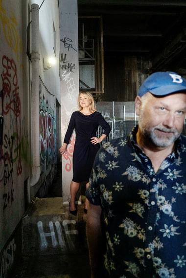 """Vänsterpartiets förre ledare, Jonas Sjöstedt, har skrivit memoarerna """"Allt kommer att bli bra"""" tillsammans med sin tidigare pressekreterare Jessica Nordh."""