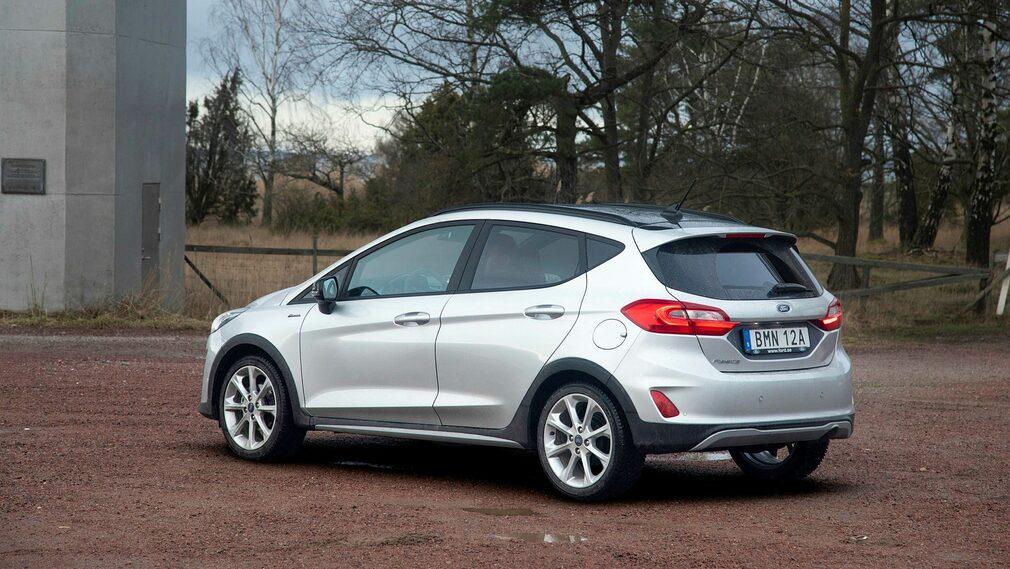 Bilen på bilderna bär tilläggsnamnet Active och är suv-inspirerad.