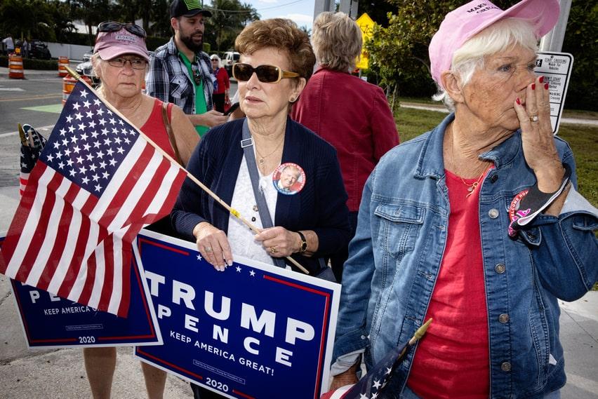 Leah Williams, Lois Nigro och Mae Kingston har kommit för att tacka Donald Trump på hans sista resa som president.